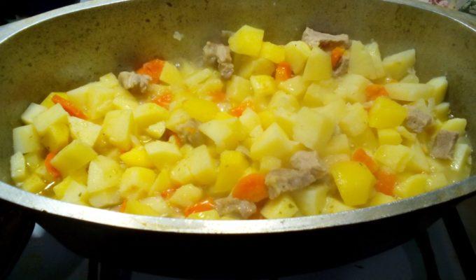 Овощное рагу с мясом и картофелем