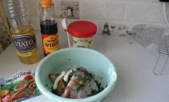 Куриные бедрышки с чесноком в духовке 2