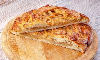 Пирог с яблоками и корицей в духовке