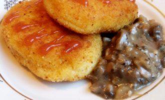 Картофельные котлеты с грибным соусом рецепт 12