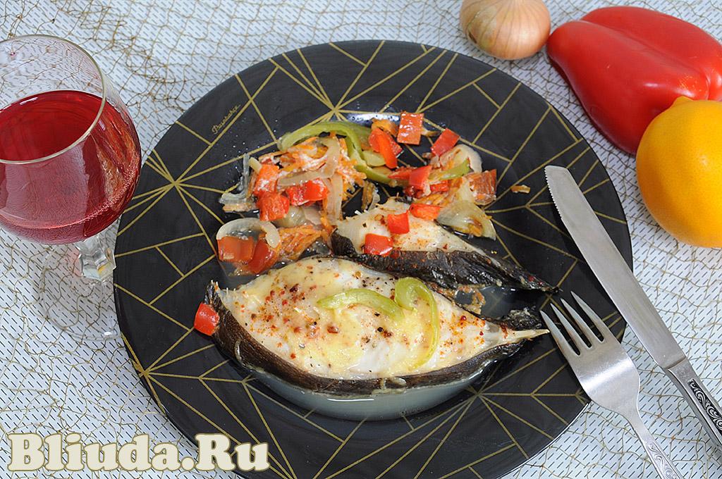 Cтейк синей зубатки с овощами в духовке фото рецепта