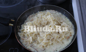 Макароны в сливочном соусе с курицей и грибами фото 13
