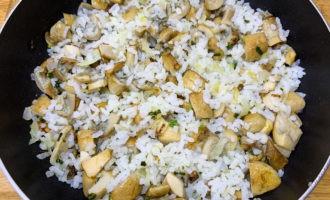 Пирожки с солеными груздями в духовке 10