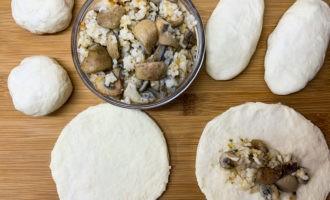 Пирожки с солеными груздями в духовке 11