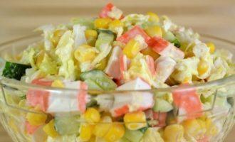 Салат из крабовых палочек и кукурузой