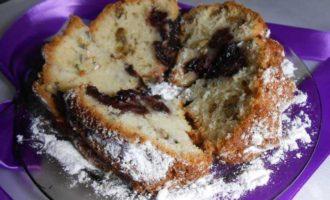 Кекс с орехами и вишней