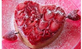 Клубничный пирог на 14 февраля
