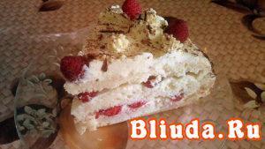Бисквитный торт с малиной и сметаной фото 15