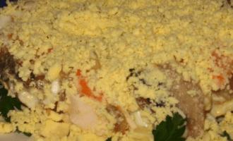 Салат сказка с курицей и шампиньонами и грецкими орехами фото