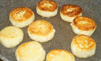 Творожные сырники на сковороде фото 4