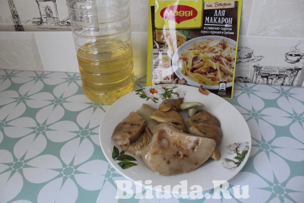 Макароны в сливочном соусе с курицей и грибами фото 3