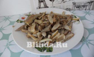 Макароны в сливочном соусе с курицей и грибами фото 5