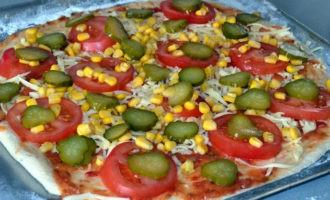 пицца с колбасой и маринованными огурцами фото 6
