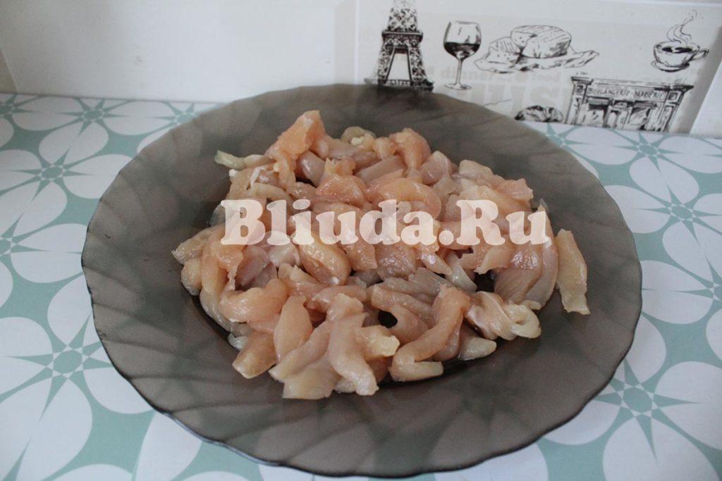 Макароны в сливочном соусе с курицей и грибами фото 7