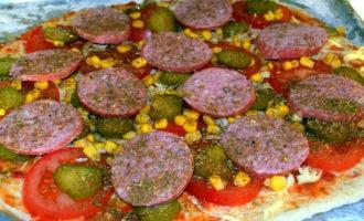 пицца с колбасой и маринованными огурцами фото 7