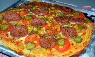 пицца с колбасой и маринованными огурцами фото 8