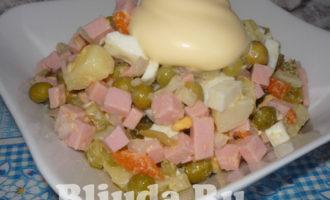 салат оливье с колбасой и яблоками фото 13