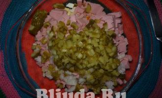 салат оливье с колбасой и яблоками фото 10