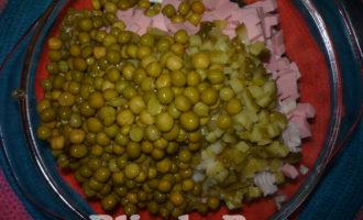 салат оливье с колбасой и яблоками фото 11