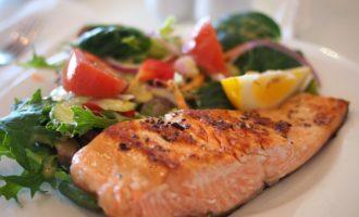 диетические салаты с лососем