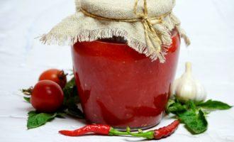 Сырая аджика из помидоров и перца